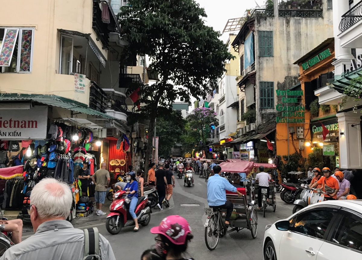 Hanoi, Vietnam! 8 Million Humans, Endless Honking, and Incredible Street Food!