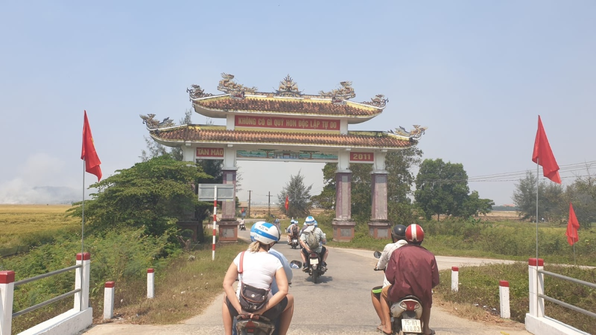 Exploring Hue, Central Vietnam by motorbike and dragonboat!